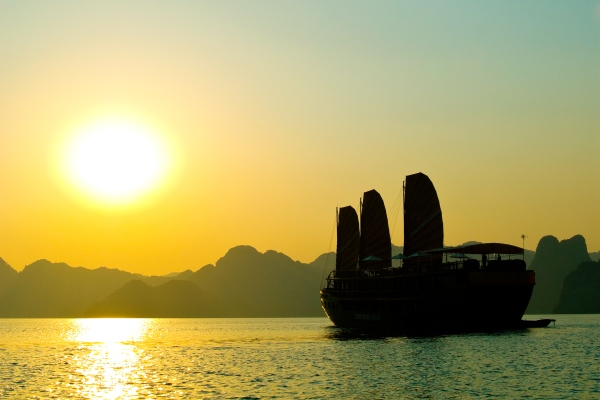 02D/01N - Luxury Cruise Through Vietnam's Historic Halong Bay Aboard Indochina Sails Luxury Junks